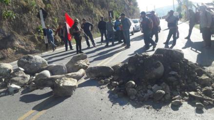 Carretera Andahuaylas - Ayacucho bloqueada por paro indefinido