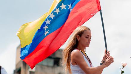 Lilian Tintori denunció que la desnudan y la graban cuando vista a Leopoldo López