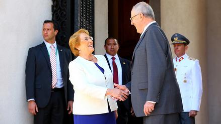 Pedro Pablo Kuczynski y Michelle Bachelet se reúnen en Santiago