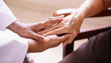 Relacionan caídas de ancianos hospitalizados con dosis elevadas de medicamentos