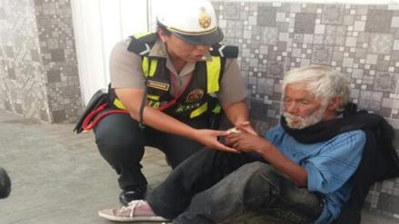 Huánuco: policía será premiada por ayudar a hombre de la calle