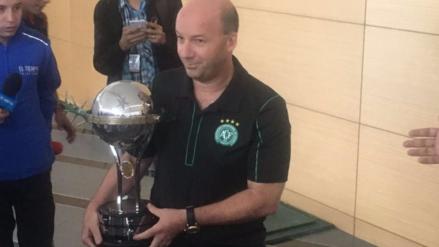 Santa Fe regaló a Chapecoense réplica de la Copa Sudamericana que ganó en 2015