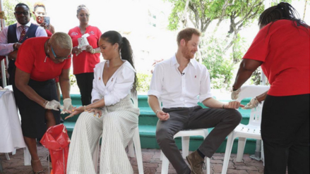 Rihanna se hace la prueba del VIH junto al príncipe Harry