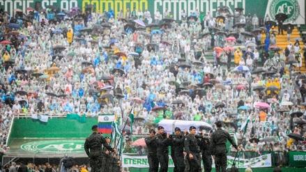 Miles de fanáticos despidieron a los jugadores del Chapecoense en su estadio