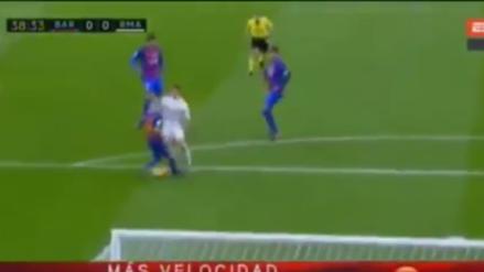 Cristiano Ronaldo superó a Mascherano con una huacha y casi anota el primer gol