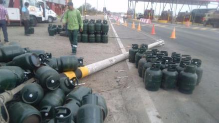 Camión con balones de gas se despistó en la vía Piura-Sullana