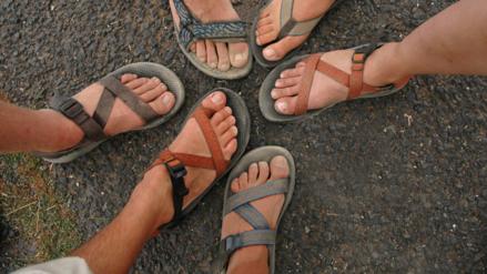 Cuidado con el uso de sandalias planas en verano