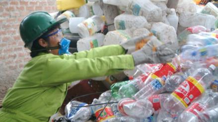 Gobierno busca aumentar reciclaje de botellas de plástico