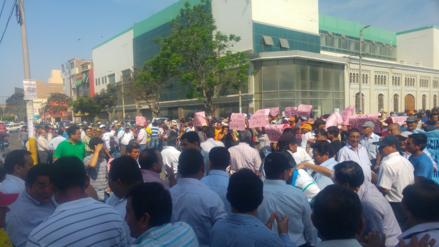 Trabajadores y jubilados protestan en municipio de Chiclayo por mejoras laborales