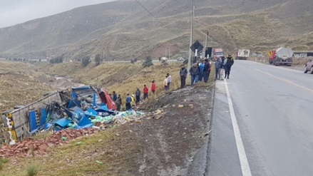 Dos heridos deja despiste de camión cargado de gaseosas en La Oroya