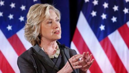 Clinton advierte sobre el peligro de las noticias falsas en las redes sociales