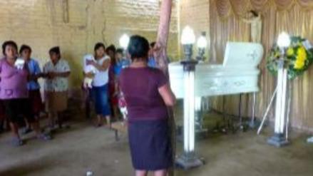Restos de niña que murió tras caer de tercer piso serán sepultados en Olmos