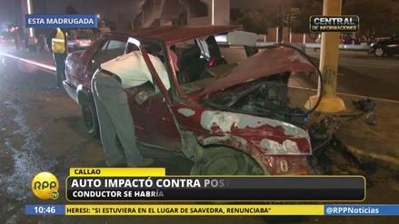 Un coche fuera de control chocó contra un poste de luz en Surco