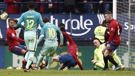 Messi burló a cuatro defensas y anotó golazo en triunfo del Barcelona