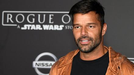 Ricky Martin aparece con sus hijos y su novio en premiere de Rogue One