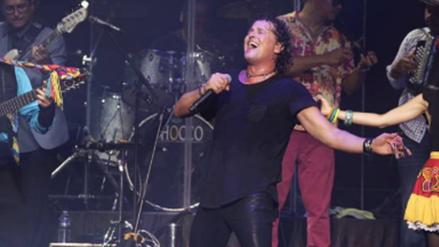Carlos Vives sufre caída durante concierto en Bolivia