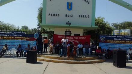 Trabajadores de la UNPRG reinician huelga indefinida por beneficios laborales