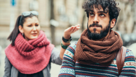 Factores del entorno social que dañan tu relación de pareja