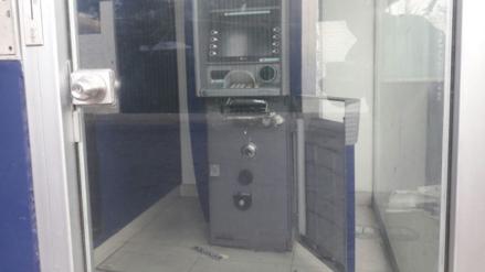 Delincuentes intentaron robar dinero de cajero automático