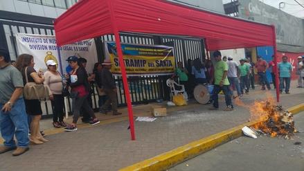Chimbote: impiden ingreso de fiscales y hacen olla común