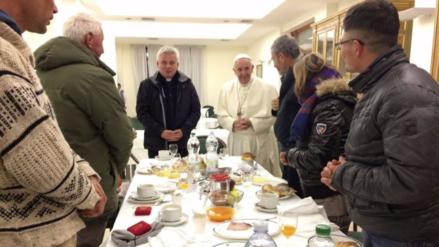 El papa Francisco desayunó con un peruano que lo visitó por su cumpleaños
