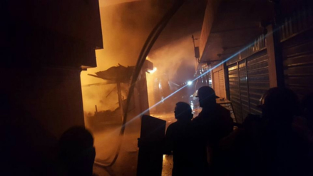 Así es el incendio que consume el mercado Anexo de Piura