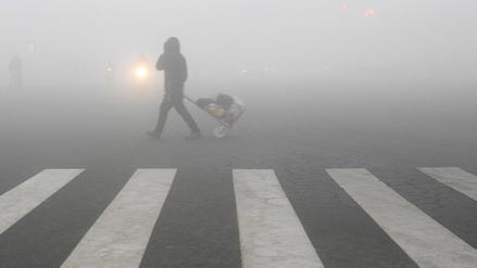 La contaminación en China obliga a cerrar aeropuerto y autopistas