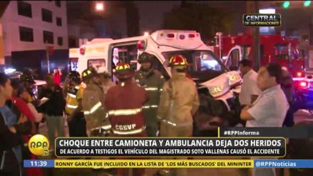 Auto del expresidente del CNM chocó con ambulancia de los bomberos en Lince