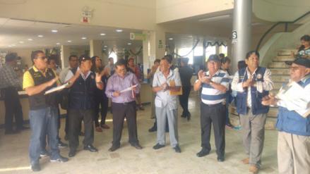 Chiclayo: empleados paralizan labores y protestan en comuna de JLO