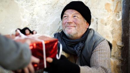 La ayuda social alivia la soledad en Navidad