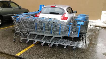 Facebook: dejó mal estacionado su auto y recibió esta curiosa lección