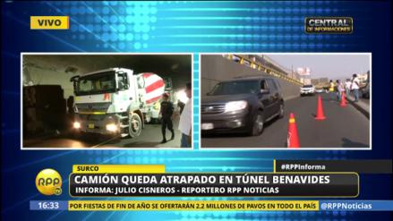 Un camión quedó atrapado en túnel de Benavides en Surco