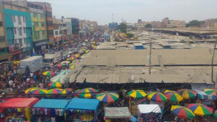 Informales y pirotécnicos invaden perímetro del mercado Modelo de Chiclayo