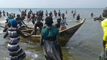 Al menos 9 muertos tras volcarse el barco que transportaba a un equipo de Uganda