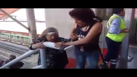 Metro de Lima: Anciana utiliza escaleras por avería del ascensor en la estación V.E.S