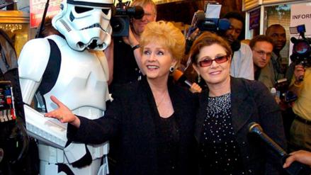 Madre de Carrie Fisher es hospitalizada de emergencia, según TMZ
