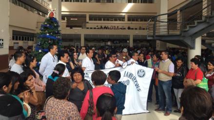 Médicos protestan por despidos en Hospital Regional de Lambayeque