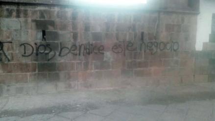 Desconocidos pintaron muro externo de templo de San Sebastián