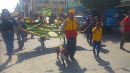 Colorida marcha contra el uso de pirotécnicos en fiestas de fin de año