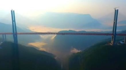 El puente más alto del mundo comenzó a operar en China