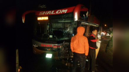 La Oroya: un muerto y dos heridos dejó choque entre bus y auto