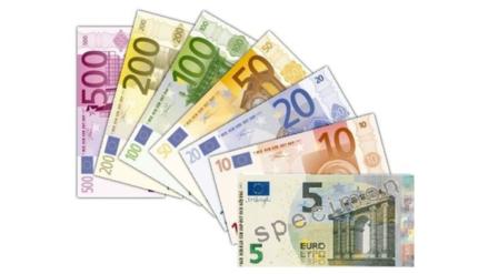 El euro celebra sus quince años rozando la paridad con el dólar