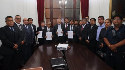 Tres sindicatos de trabajadores del Poder Judicial levantan huelga