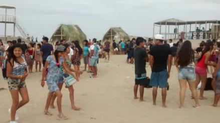 Miles abarrotan las playas piuranas en el primer domingo del 2017