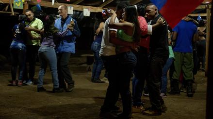 Polémica en Colombia por baile entre enviados de la ONU y miembros de las FARC