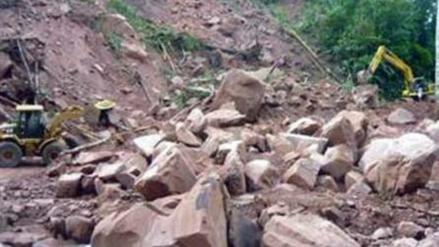 Derrumbe de cerro destruye carretera en Antabamba