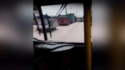 Camiones utilizan avenida como estacionamiento en Huachipa