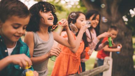 Los niños cada vez juegan menos con otros niños