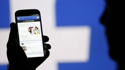 Facebook analiza colocar anuncios en medio de videos