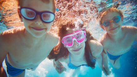 Nadar, patinar y saltar soga entre los mejores ejercicios para el verano